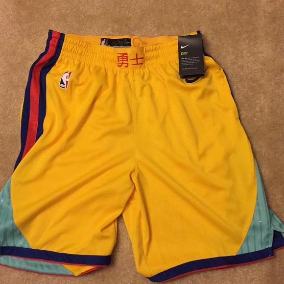 on feet shots of shades of get new Golden State Warriors The City Edition Nike Shorts NWT